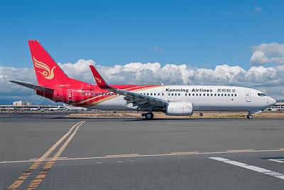 Kunming Airlines Boeing 737-87L WL B-1926 (msn 41111) HNL (Ivan K. Nishimura). Image: 922029.