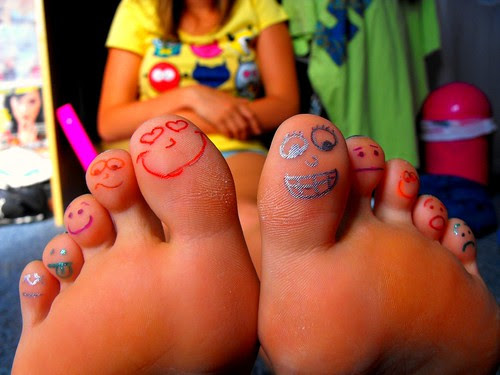 Toes with a smile :) by Sjany.