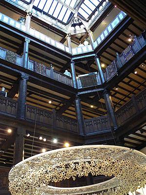 Liberty, verrière et grand escalier.jpg