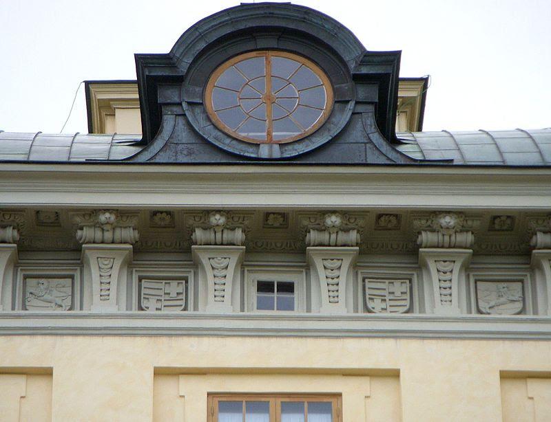 Drottningholms slott fasadutsmyckning 2011b.jpg