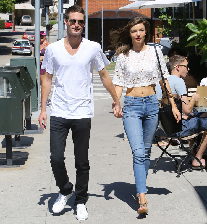 Celebrity Street Style Miranda Kerr Shows Off Her Taut Tum In Crop