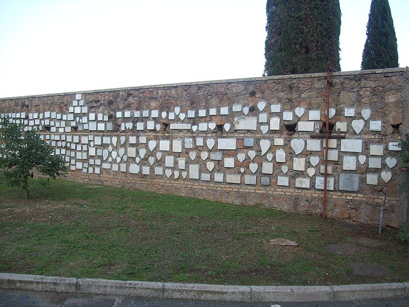 Roma, Santuario del Divino Amore - Muro di cinta.jpg
