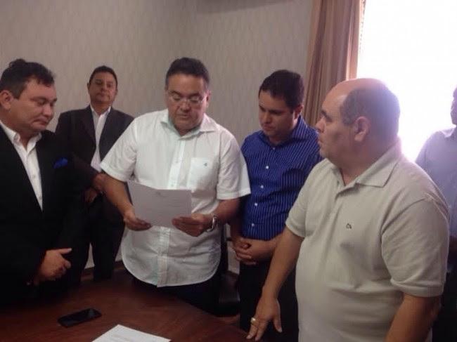Roberto Rocha entregou carta-renúncia ao prefeito Edivaldo Holanda Júnior