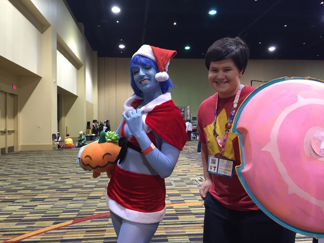 Had SO MUCH FUN at this year's holiday matsuri con as Steven! Merry Christmas everybody! (If you know/are one of the cosplayers shown here let me know so I can tag you properly!)