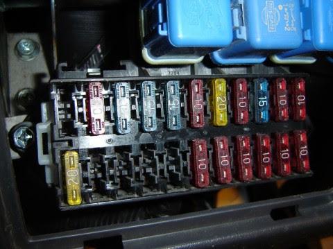 Nissan D21 Fuse Box