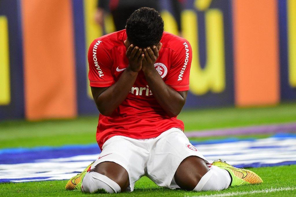 Zagueiro Eduardo se emocionou ao marcar gol - Vinicius Costa/Futura Press/Folhapress