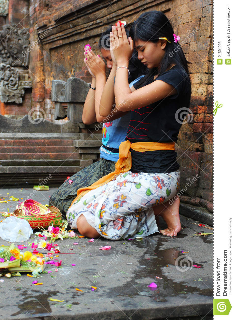 Hindu Prayers Editorial Stock Photo - Image: 21591298
