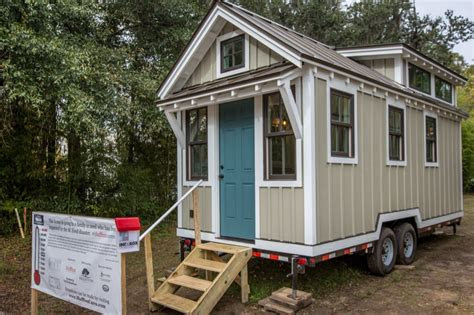 people building tiny homes  flood victims  south carolina