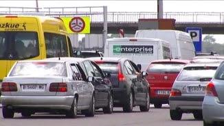 Acumulació de vehicles aquest diumenge al peatge de la Roca del Vallès