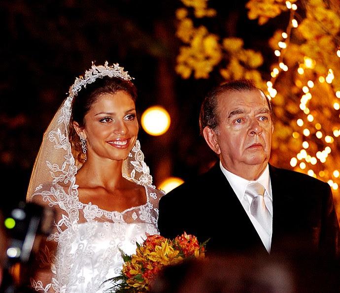 Em 'Páginas da Vida', Umberto Magnani foi Zé Ribeiro. Na foto, ele entra na igreja com a personagem de Grazi Massafera (Foto: TV Globo/ João Miguel Júnior)