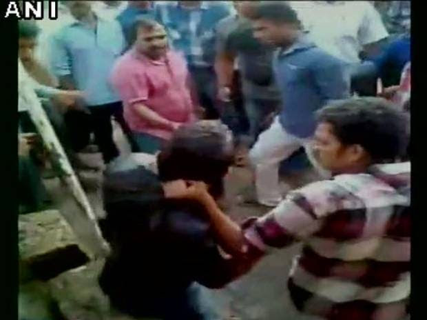 Youth thrashed in public for travelling with a girl in Mangalore