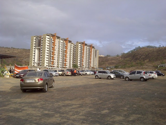 Pride Platinum & visitors Cars at the launch of Amit's Sereno, 2 BHK & 3 BHK Flats near Pancard Clubs, Baner Pune 411045