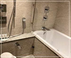 最近はこのスタイルの浴室が増えているけど、とても嬉しい。