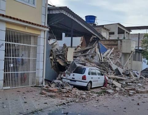 Jovem morre em desabamento de prédio em Nilópolis; três são resgatados com vida