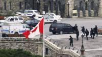Policía en los alrededores del Parlamento