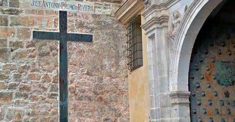 Inscripción de José Antonio Primo de Rivera en la Catedral conquense.