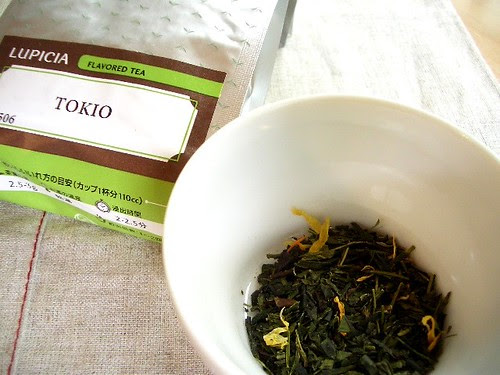 Drinking green tea and not smoking could add over a decade to your life