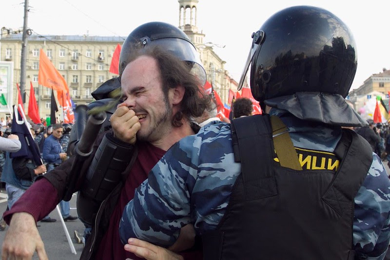 """Задержание участника """"Марша миллионов"""" в Москве 6 мая 2012"""