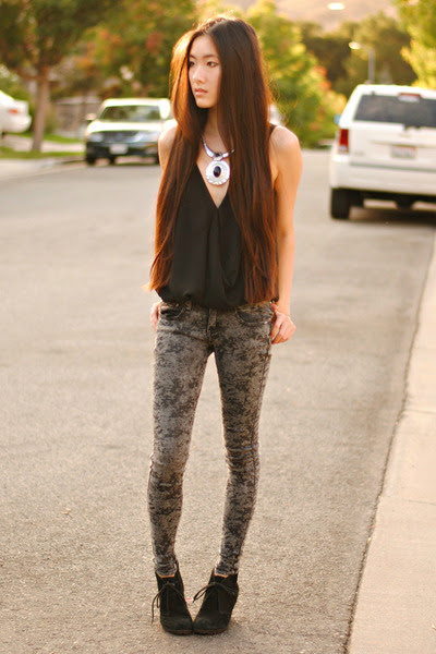 Silver-pendant-romwe-necklace-cloudy-jeggings-2020ave-pants_400