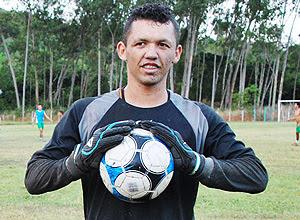 O goleiro Messi, do Palmeira de Goianinha, durante treino