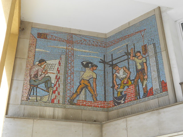 Virgilio Milani (con Chendi e Milan) - mosaico palazzo IACP Istituto Autonomo Case Popolari, Rovigo