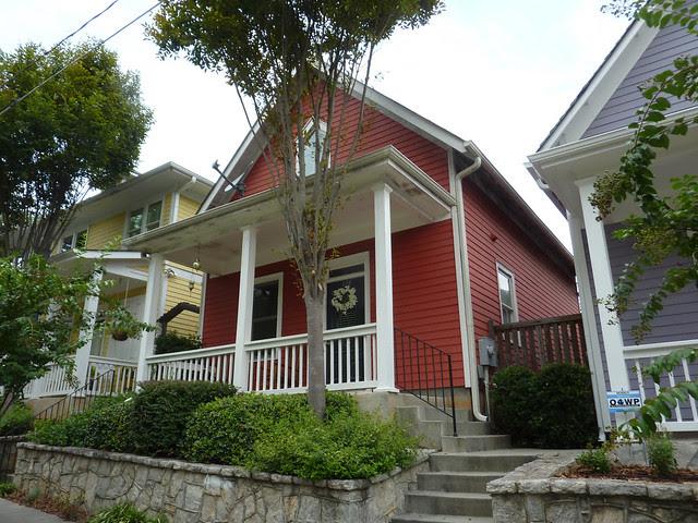 P1110975-2012-09-16-O4W-Tour-of-Homes-Rainbow-Row-oblique-red-9