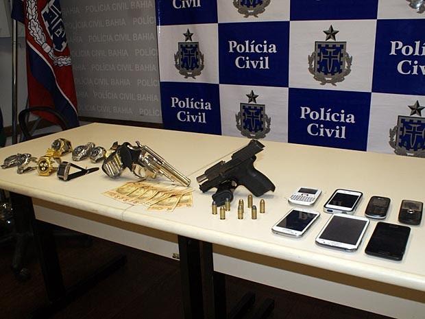 Material apreendido com os suspeitos (Foto: Divulgação/Polícia Civil)