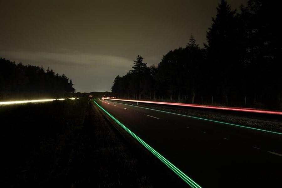 闇夜に光るオランダの高速道路1