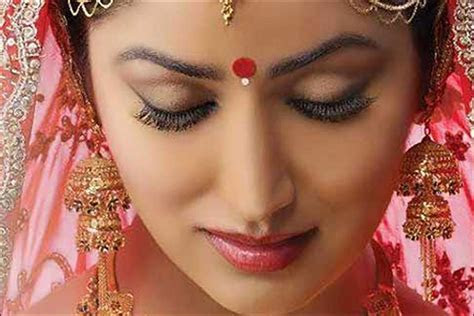 Latest Bridal Bindi Designs : Elaborate And Eye Catching