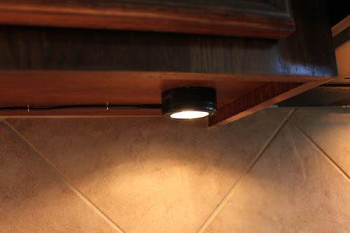 Another Easy Update: Under Cabinet Lighting - Decorchick!