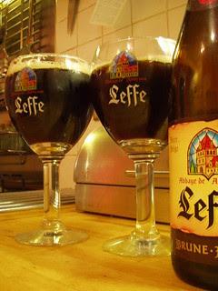 Large, Leffe Brune, Belgium