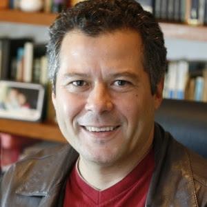"""O autor de """"A Terra Prometida"""": dispensado com a novela ainda no ar"""