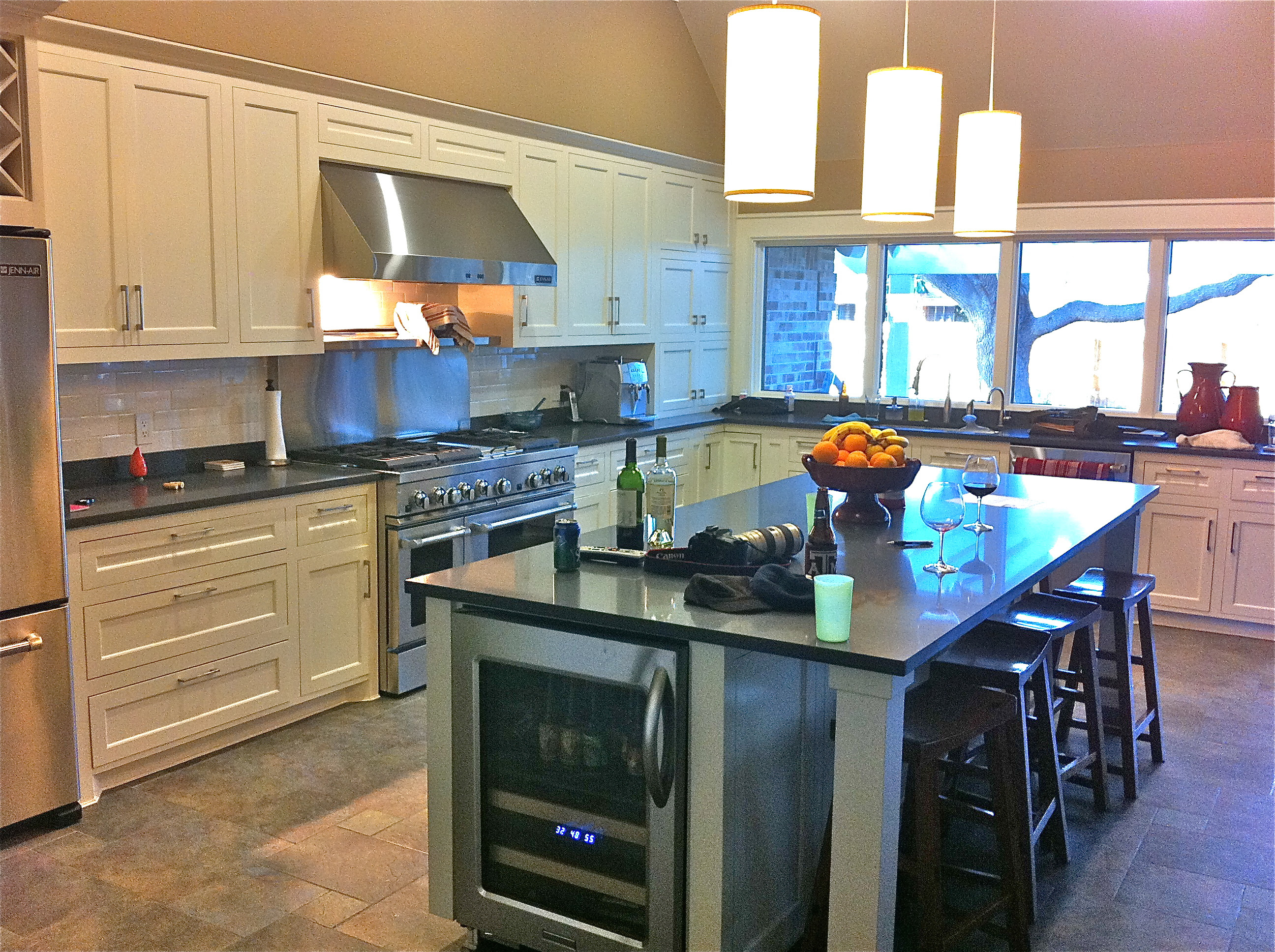 White Kitchen, Slate Floor | Home Design and Decor Reviews
