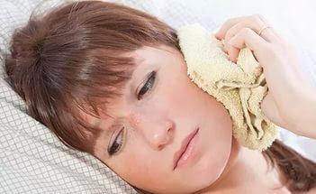 Народные рецепты лечения заболевания ушей.