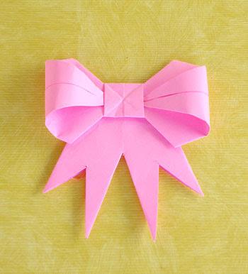 Laço de fita feito em origami, aprenda como fazer esse artesanato com papel