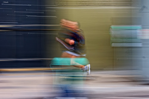Motion blur, running. by Alejandro Bonilla