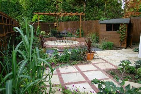 mala inspirace pro nepravidelny pozemek   zahrada