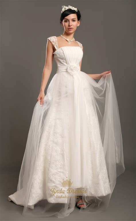 Elegant Ivory Lace Straps A Line Wedding Dresses With
