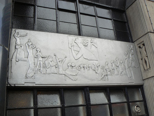 victoria apollo bas relief art déco.jpg