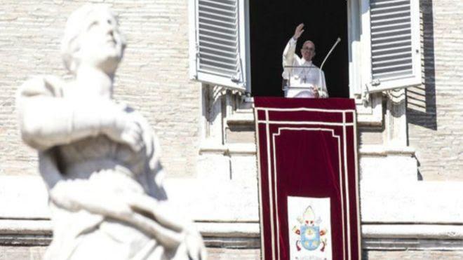 O papa vive em um apartamento modesto no Vaticano