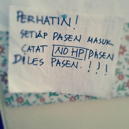Contoh tulisan yang tidak mengikuti kaidah bahasa Indonesia yang baik.... by tienros@rocketmail.com