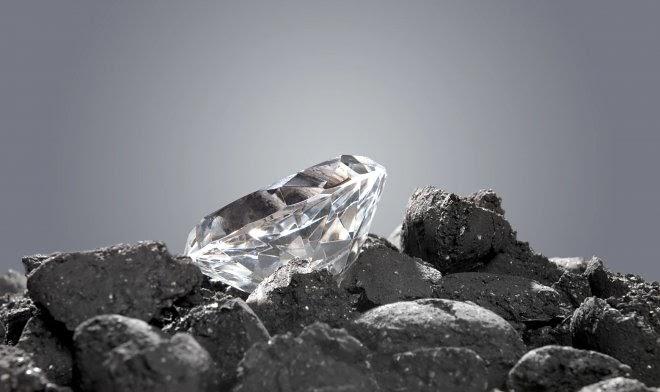 Китайские ученые создали суперстекло, которое способно поцарапать алмаз
