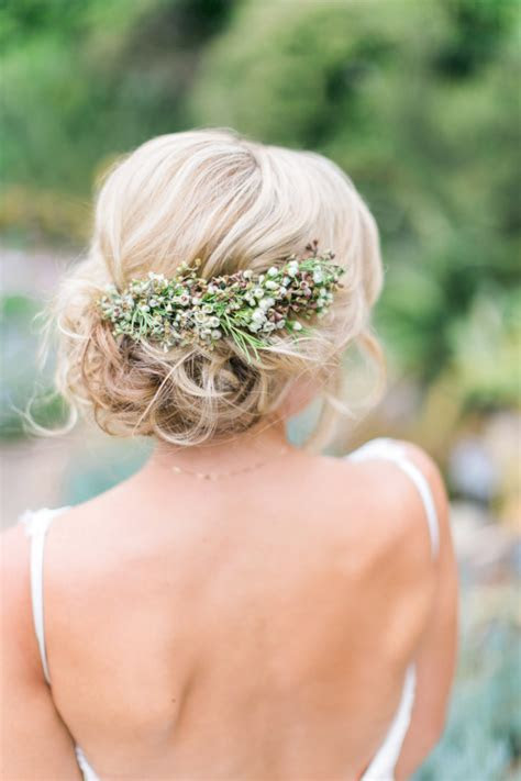 12 Fabulous Wedding Hair Accessories & Bridal Updos
