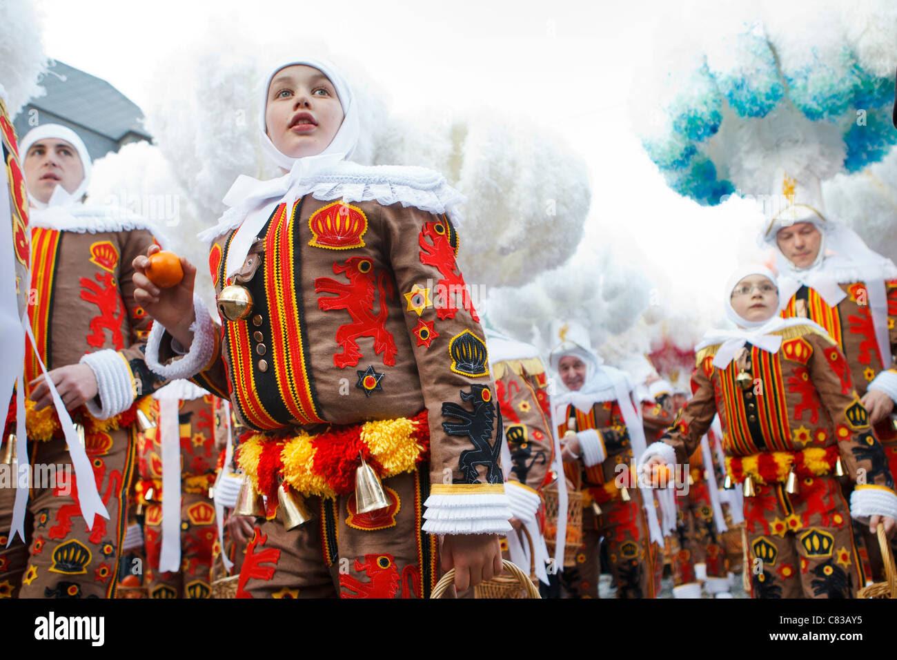 festival carnival participants binche belgium traditional ...