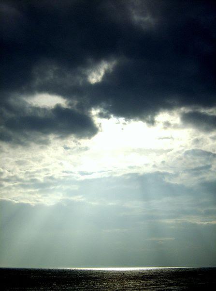 File:Sunshine at Dunstanburgh.JPG