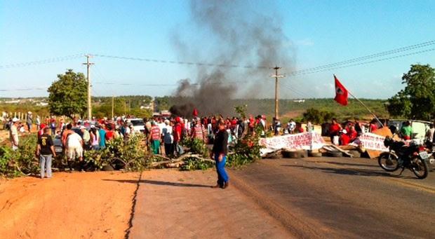 Manifestantes do MST fecharam trecho da BR-406, em Ceará-Mirim (Foto: Henrique Dovalle/Inter TV Cabugi)