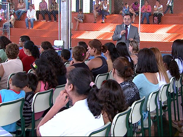 Juiz Paulo Cesar Gentile realiza palestra para orientar pais de alunos sobre violência escolar (Foto: Carlos Trinca/EPTV)