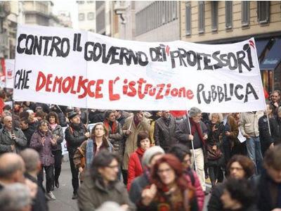 Ciudadanos italianos se manifiestann en las calles de Roma el pasado 14 de noviembre.
