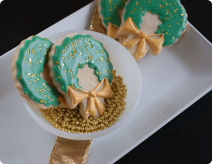 gold-adorned christmas wreath cookies