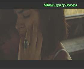 Mikaela Lupu sensual no filme Leviano